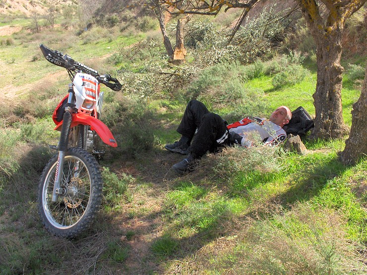 Enduro Paradies Spanien - Gumminger is faul